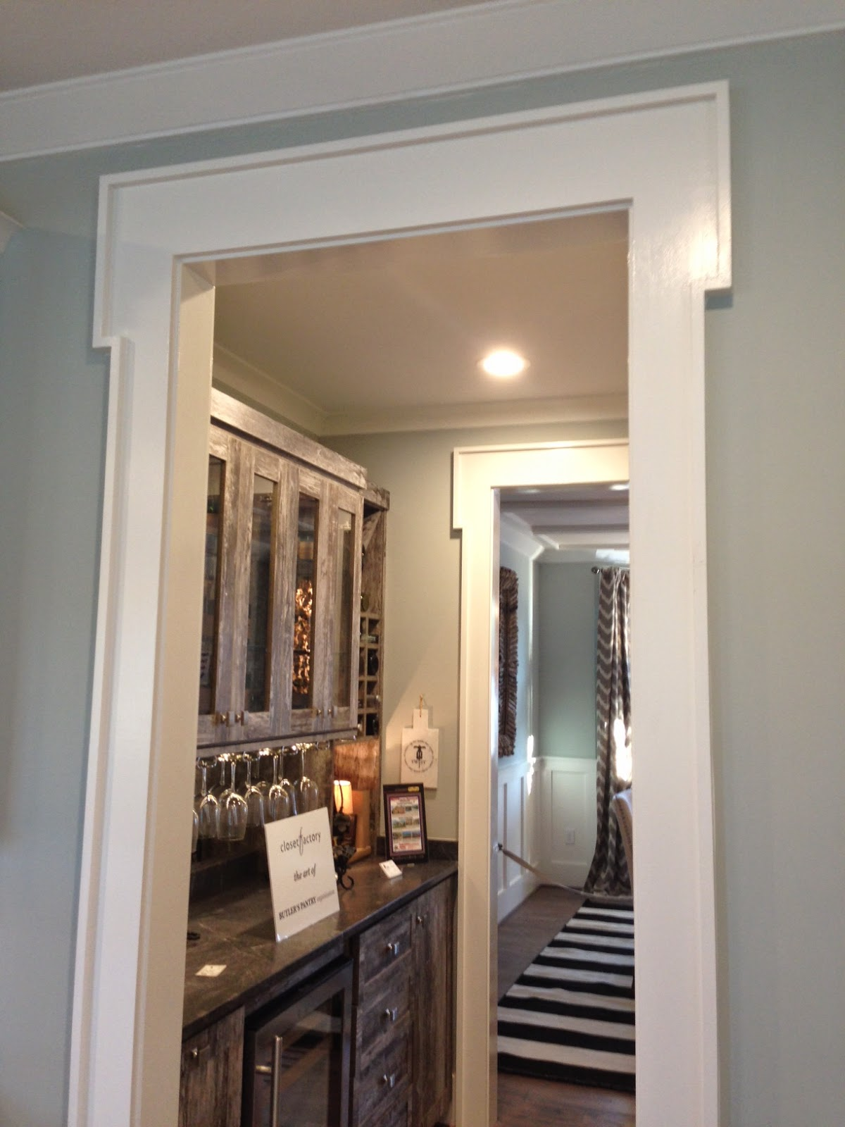 , note the great wet bar flowing between the kitchen and dining room