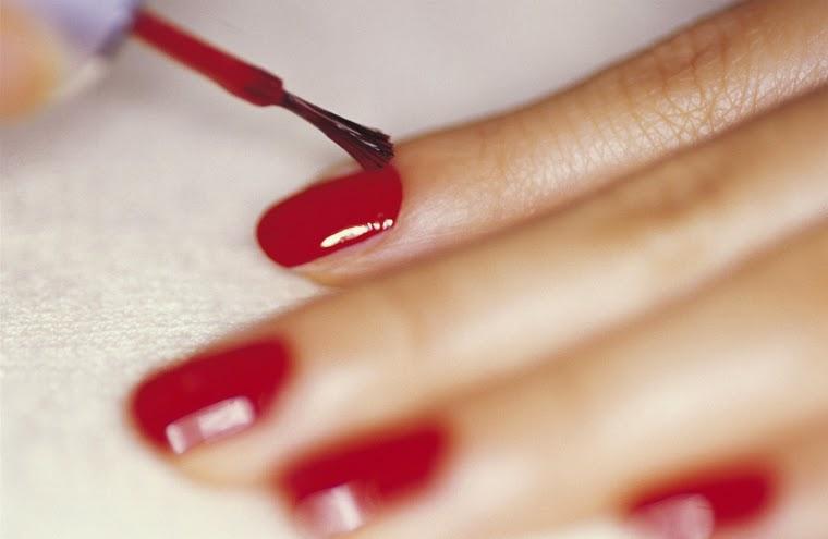 Como pintar as unhas em casa em 12 passos - Dicas e PAP