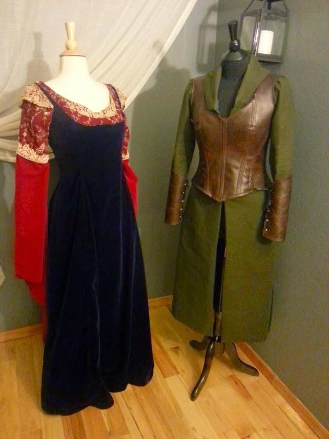 http://eatsleepwritesew.blogspot.com/2014/12/arwen-dress.html