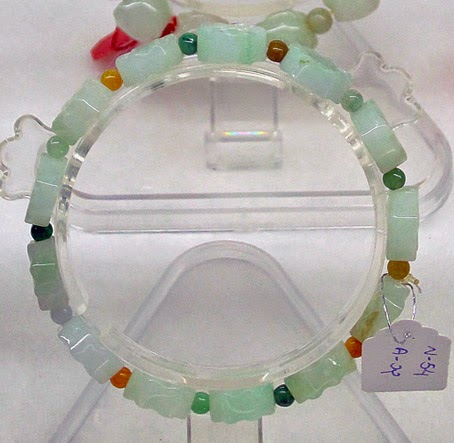 Light green jade bead stretchy bracelet