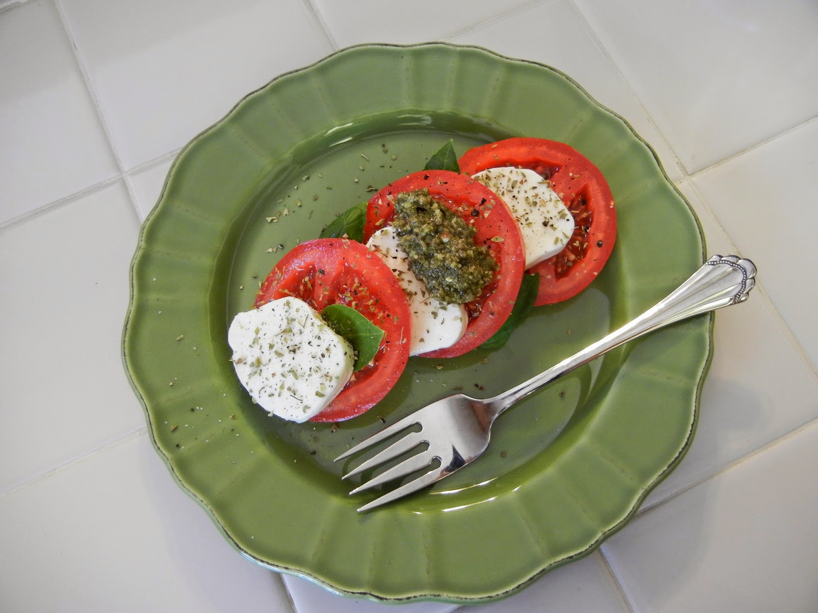 Healthy Salads: Caprese Salad with Pesto