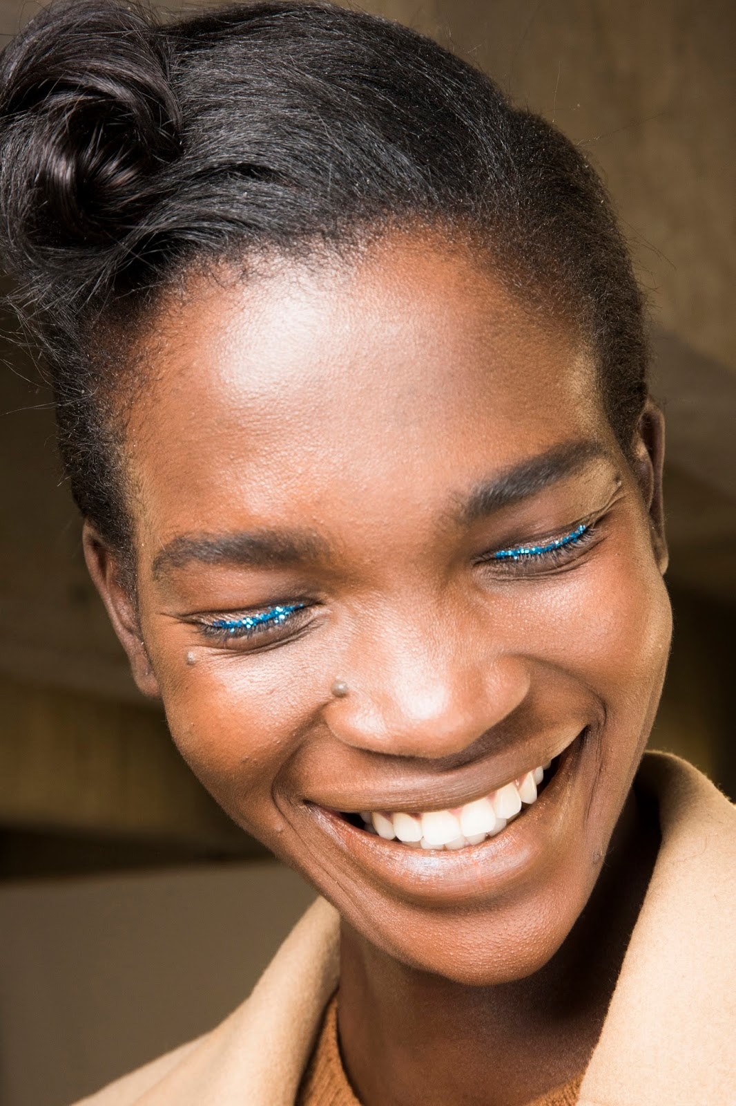 paris fashion week spring 2016, beauty, model, face, blue glitter eyeliner, laughing, 40s hair