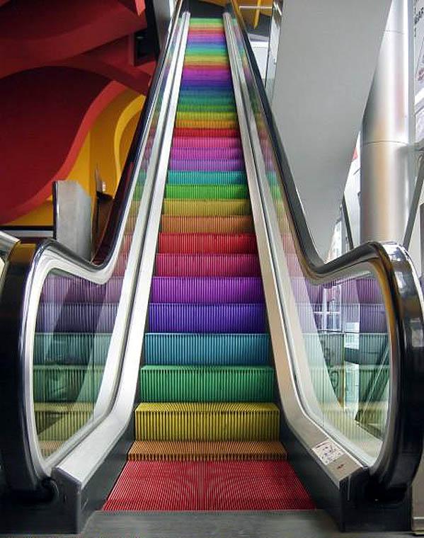 4.bp.blogspot.com/-ZmSXQHmKziI/TemVkJGYx3I/AAAAAAAAHEg/ROLg3cC0PIo/s1600/gay_escalator.jpg