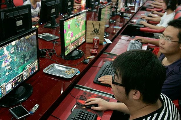 Man Dies After Playing Games Online