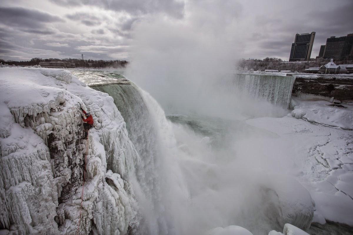 alpinizmus, extrém időjárás, extrém sport, hegymászás, Niagara, Niagara Falls, Red Bull, Will Gadd, jégmászó