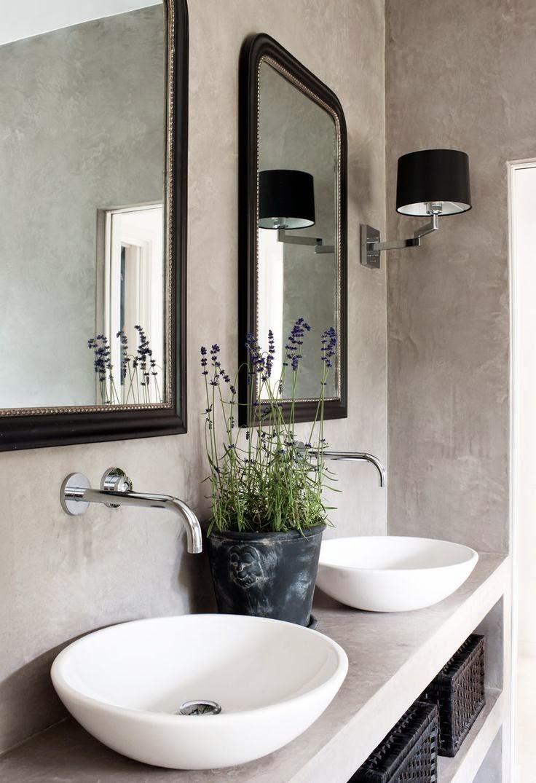 e normale vedere delle piante in soggiorno in cucina nei corridoi ma come vedete le piante in bagno per noi stanno benissimo e danno un tocco elegante