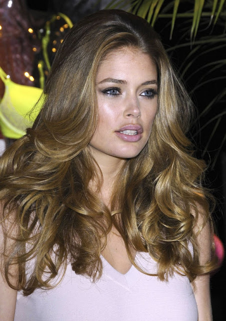 Supermodel Doutzen Kroes Bombshell Summer Tour Pics