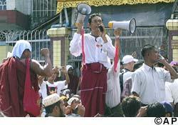 ထြ က္ ေ တ ာ္ မူ န န္း က ခြ ာ တ ယ္ (အပိုင္း-၁)  (Aung Way)