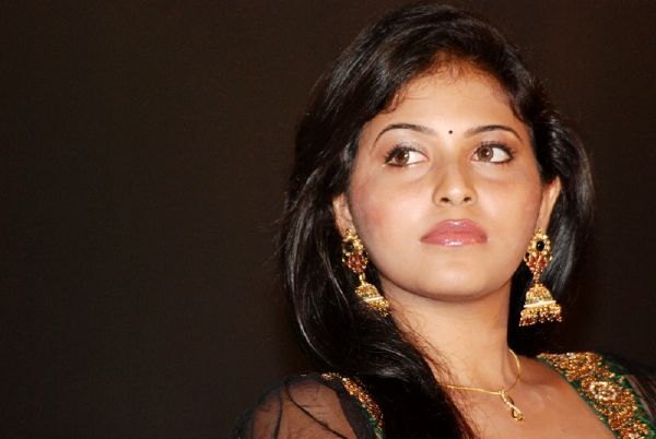 ANJALI LATEST STILLS glamour images
