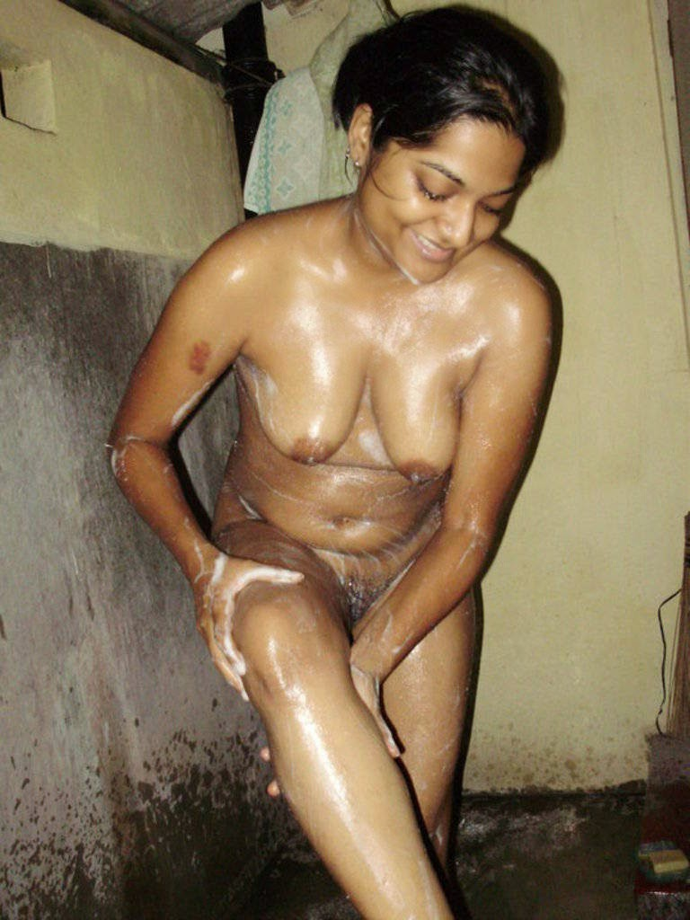 nude girls bathing images