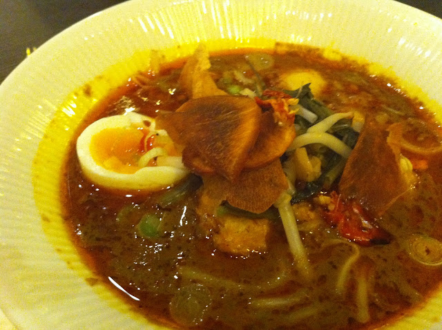 Naamyaa Cafe review Angel Islington Thai restaurant seafood laksa