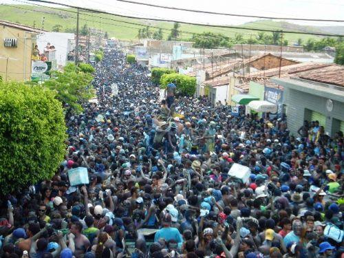 Resultado de imagem para fotos do governador renan filho no bloco tudo azul em murici