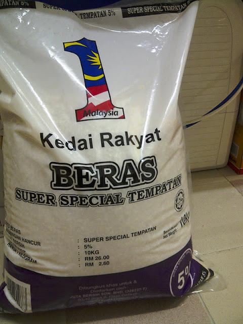 Lesap bersama RM1.98j, KUCHING: Menggunakan nama 'Skim Beras 1Malaysia', seorang lelaki menggelapkan wang pelaburan RM1.98 juta yang dikutip daripada 12 penduduk Kampung Menjau, Batu 21, Siburan, dekat sini, selepas berjanji mahu menjadikan mereka jutawan melalui skim pelaburan palsu itu.