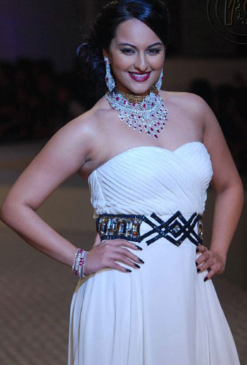 Actress Sonakshi Sinha Hot photos