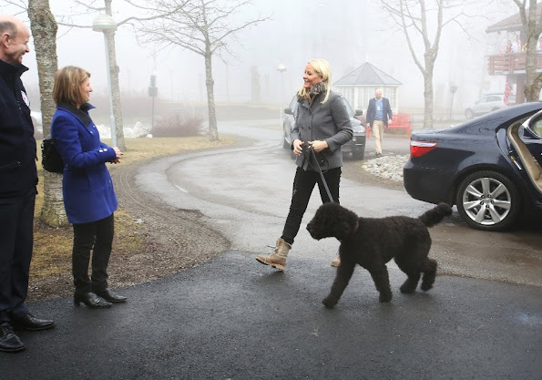 Crown Princess came with her dog, Muffin Kråkebolle. Princess Mette-Marit is the patron of the Norwegian Red Cross