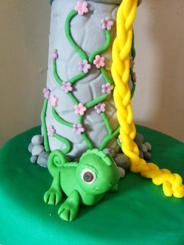 Rapunzel Tangled Cake  / mylittlekitchenblog.co.uk