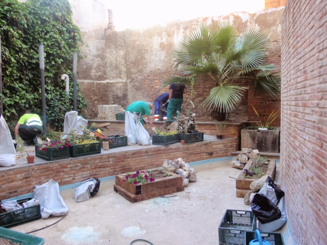 Escuela municipal de jardiner a el pinar el jardin de abril - Maceteros de obra ...