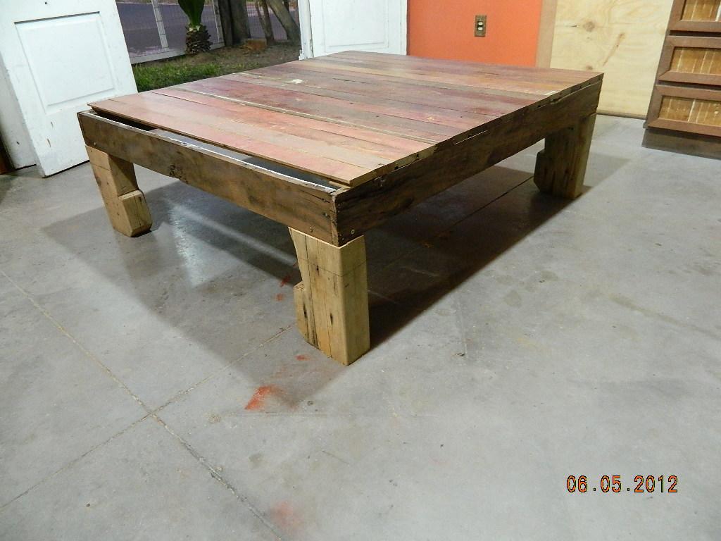 reciclando: Como fazer uma mesa de centro com madeira de demolição #A55226 1024x768