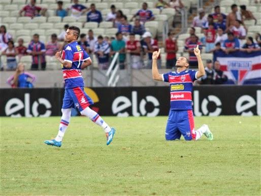 Wanderson e Adalberto marcaram os gols da vitória tricolor sobre o  Coritiba 0f6f21e30b810