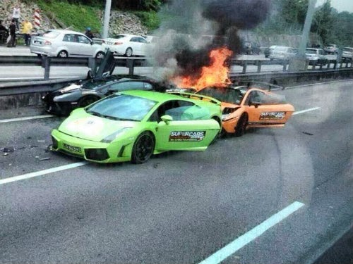 Gambar- 3 Lamborghini Milik Warga Singapura Terbakar
