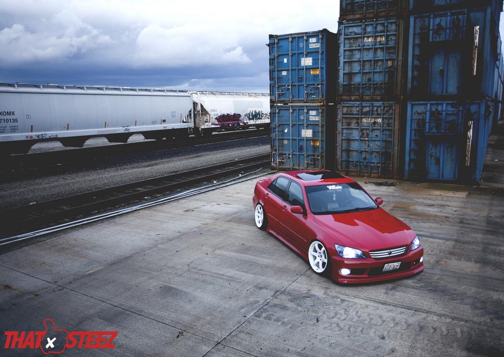 Lexus IS, tylnonapędowe sedany, tuning, auta w nadwoziu sedan, czerwony, białe felgi