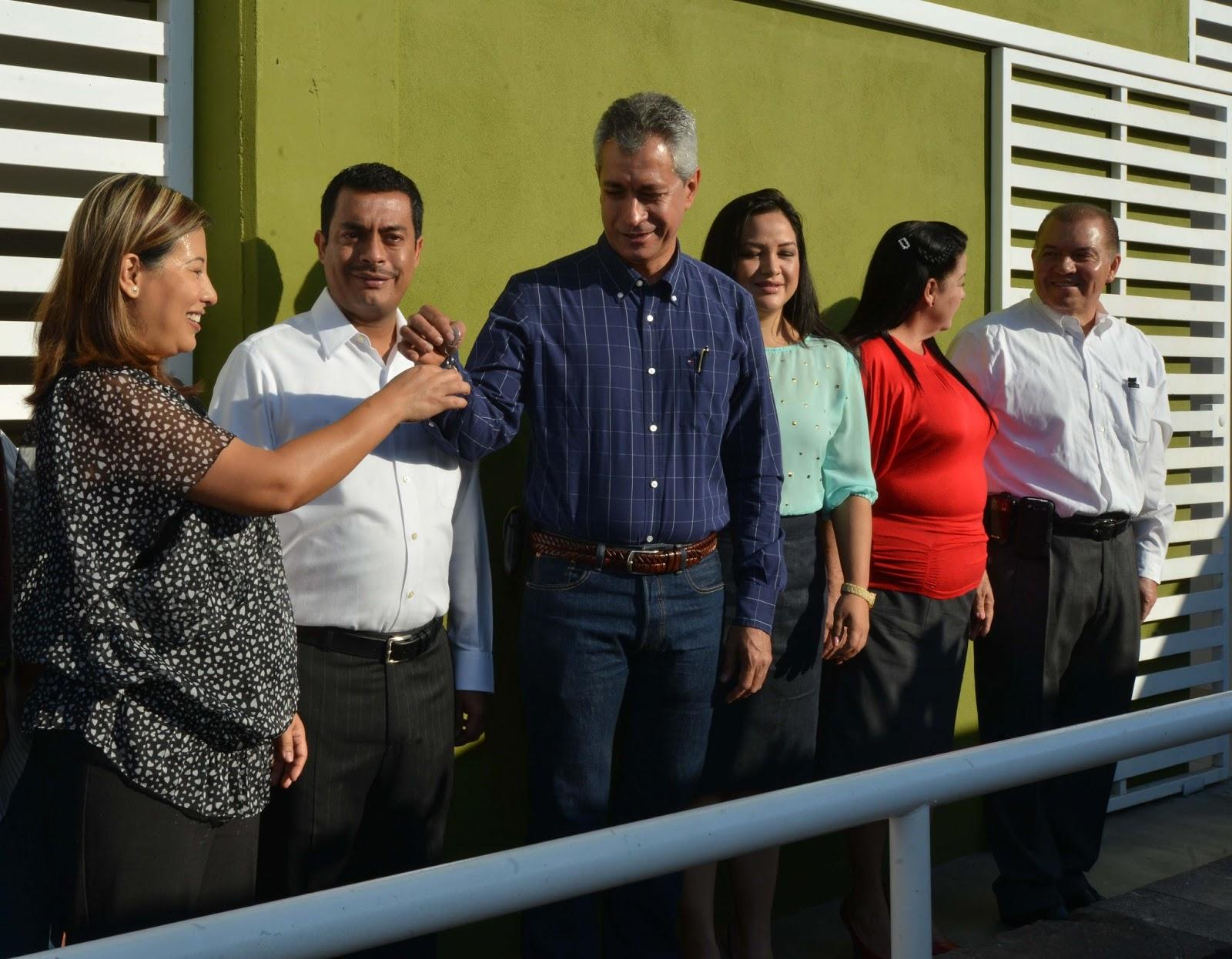 Gobcol entrega gobernador mario anguiano obra de jard n for Jardin de villa de alvarez