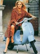 Poster Iklan Vespa dengan Model Ursula Andress