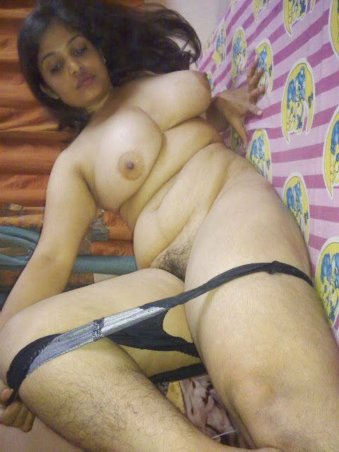 south sexy bhabhi enjoying blouseless without saree