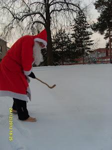 Joulupukki vallaton taruolento leikkisä käy luokse lapsien kilttien