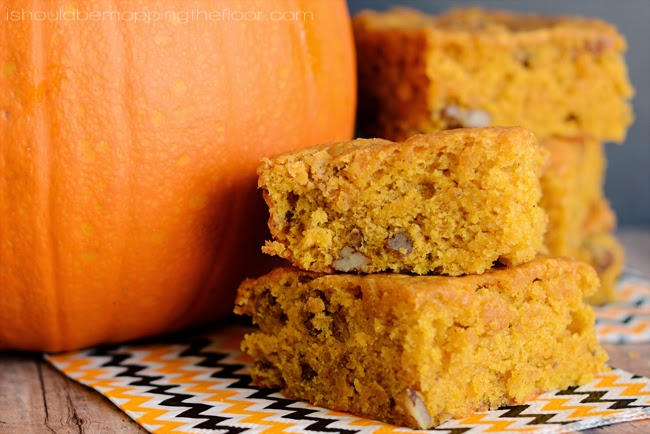 Pumpkin and Pecan Blondies | A simple fall recipe with lots of flavor and deliciousness. Easy to make.