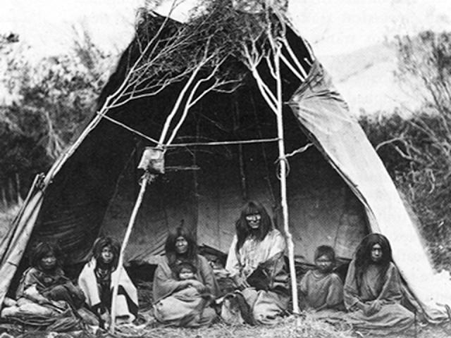 indiánok sátorban