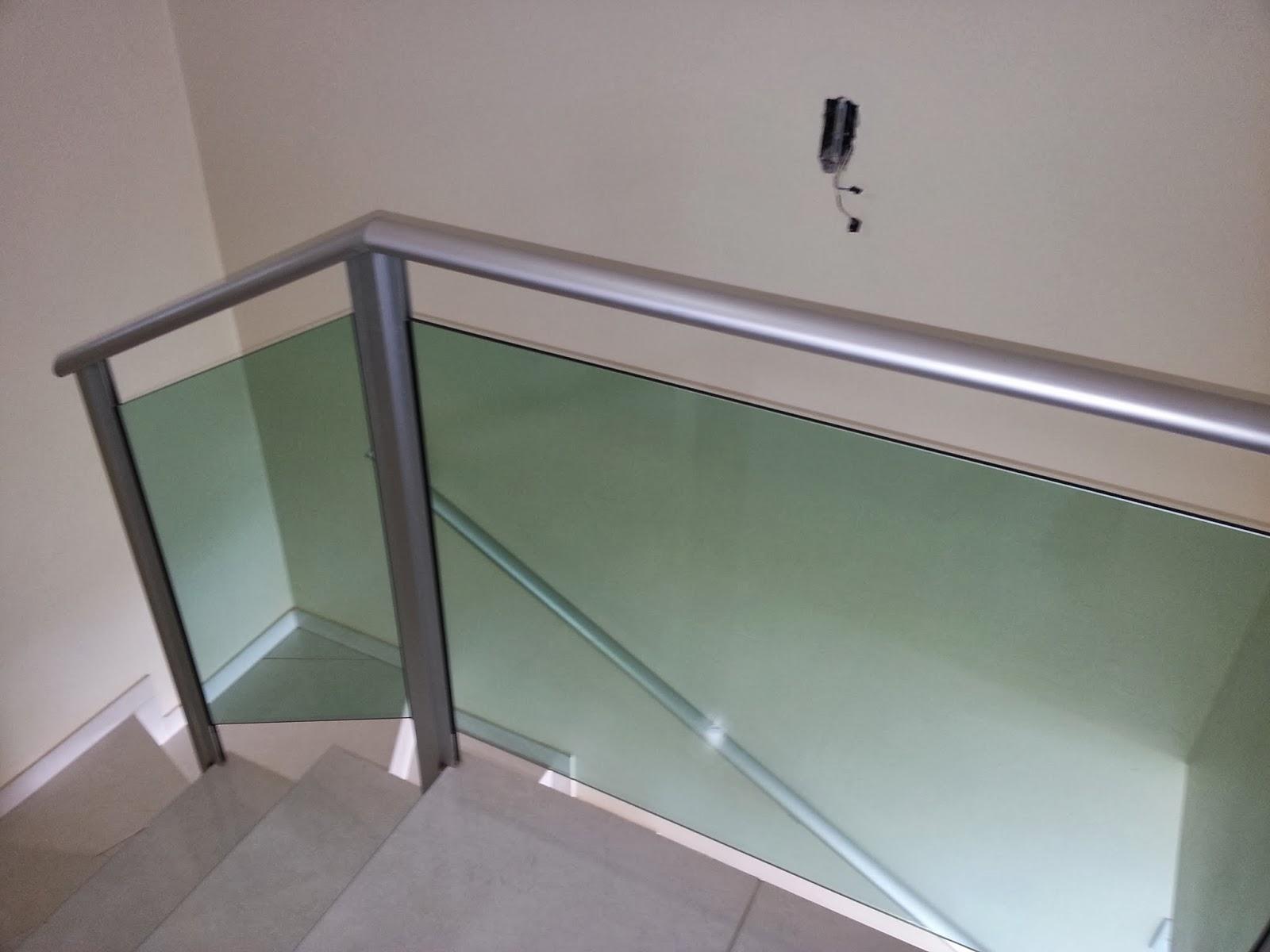 #576874  em alumínio natural fosco com vidro na cor verde — em Lajeado 1066 Portas E Janelas De Aluminio Em Feira De Santana