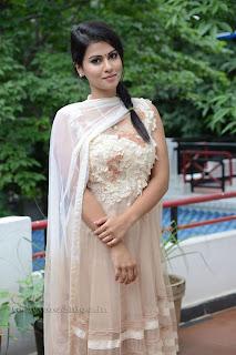 Sharmila Mandre pos at Kevvu keka SM 002.jpg