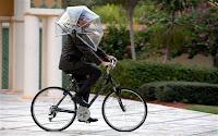 http://4.bp.blogspot.com/-Zq3ayE6lcnQ/T4fCcDXaAjI/AAAAAAAAA8E/yi3Vfgy3znU/s200/umbrella_2189385b.jpg