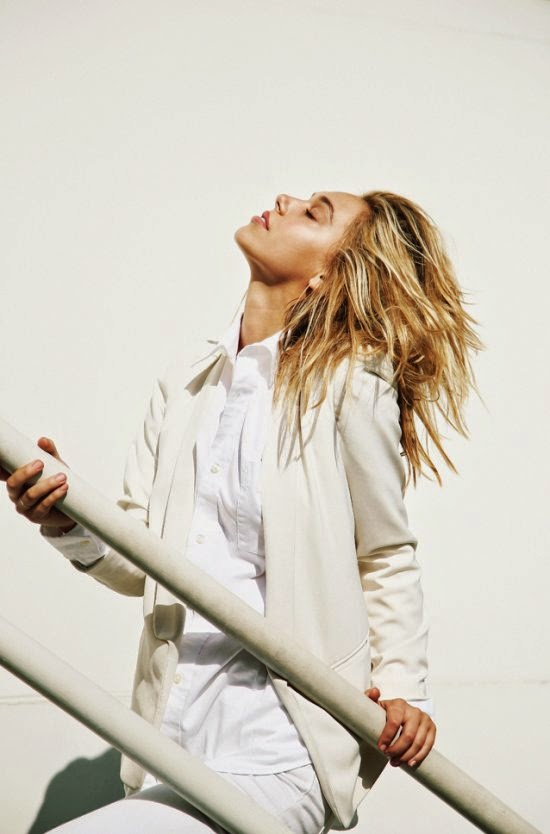 Alexis Ren linda modelo fotografada por Jorden Keith
