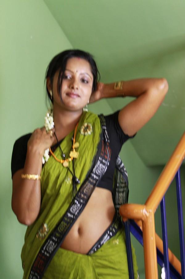 Sexy mature desi mallu aunty photos in transparent saree,blouse ...