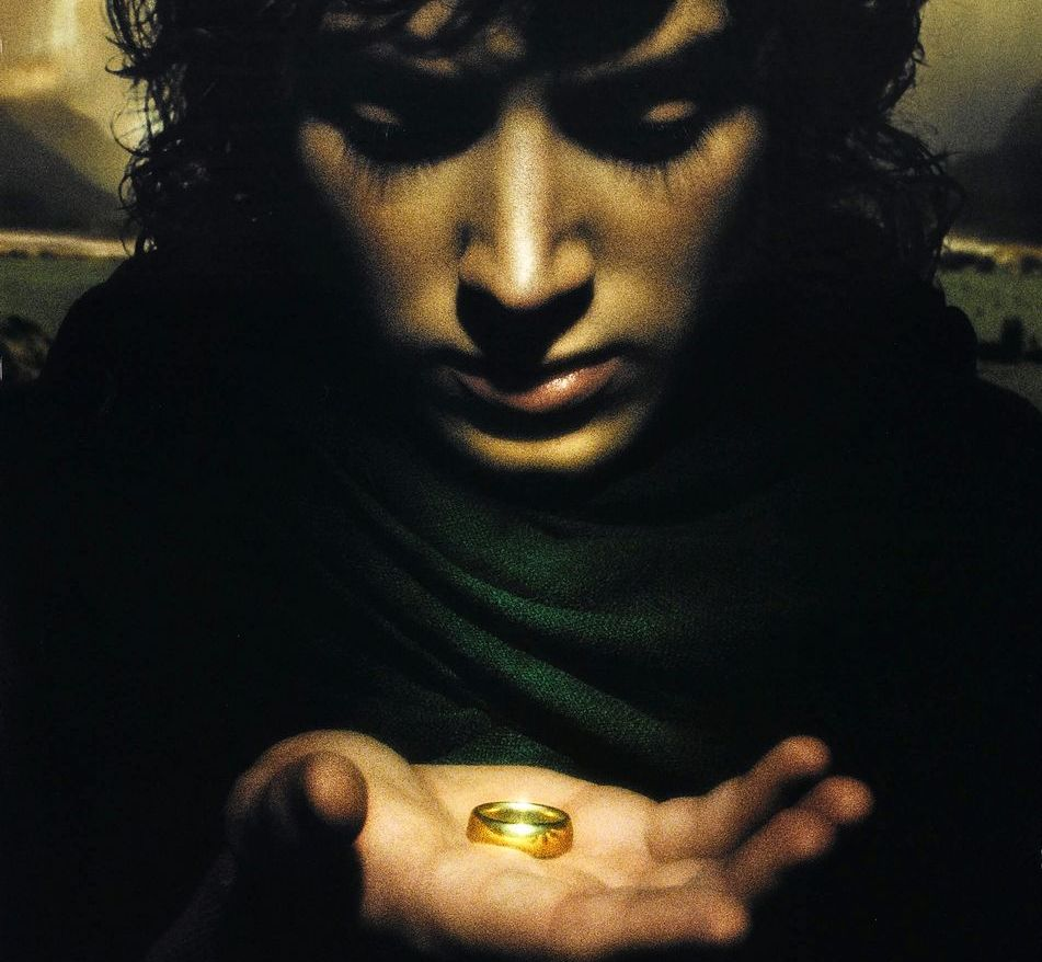 From the shire to mordor frodo baggins for Pics of frodo baggins