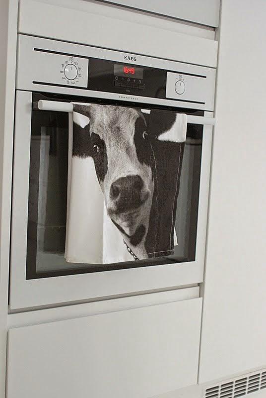 astiapyyhe, lehmä, valkoinen keittiö