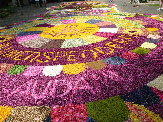 Las mejores alfombras de flores por todas las calles de nuestras ciudades todo con las flores - Las mejores alfombras ...