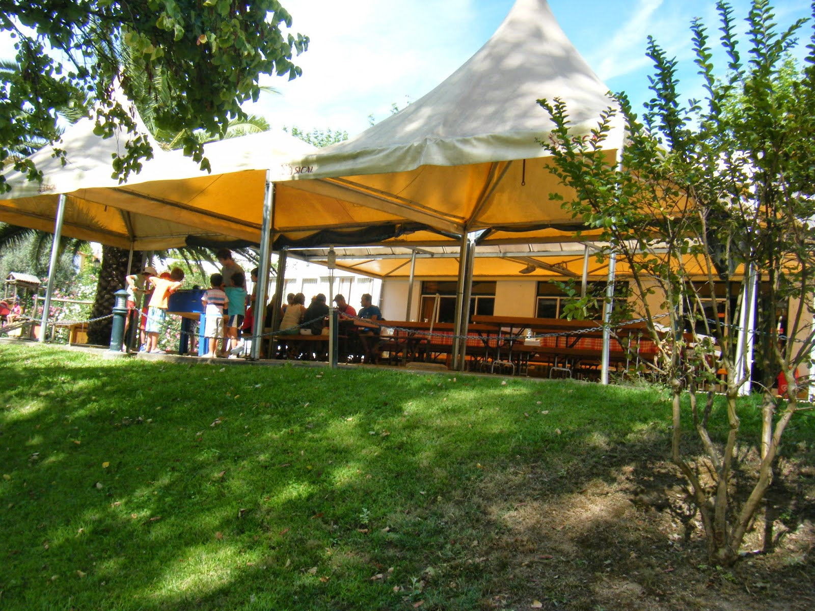 Café/Bar junto á praia fluvial