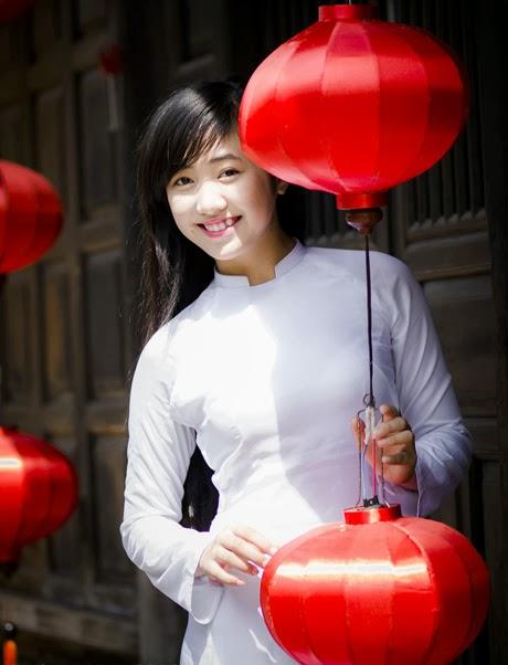 Cô gái xinh đẹp với áo dài trắng tinh khôi|raw