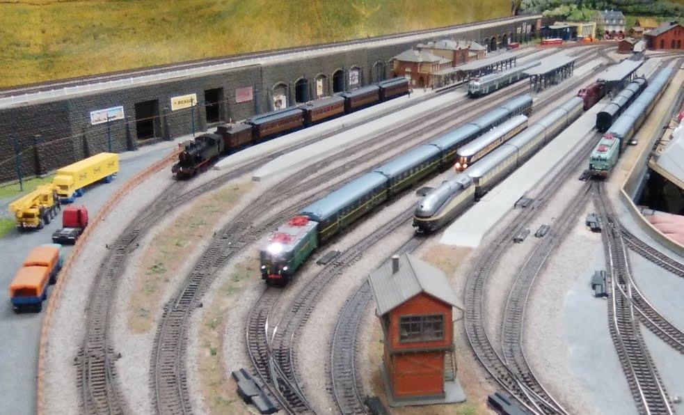 Circulacions a la maqueta a escala HO del Club Ferroviari de Terrassa. 17-MAR-2018