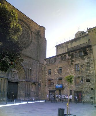 Plaça del Pi and gothic church of Santa Maria del Pi