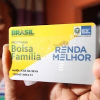 Pressionada a cortar R$ 10 bilhões da Bolsa Família para cobrir pedaladas, Dilma já atrasa pagamentos.