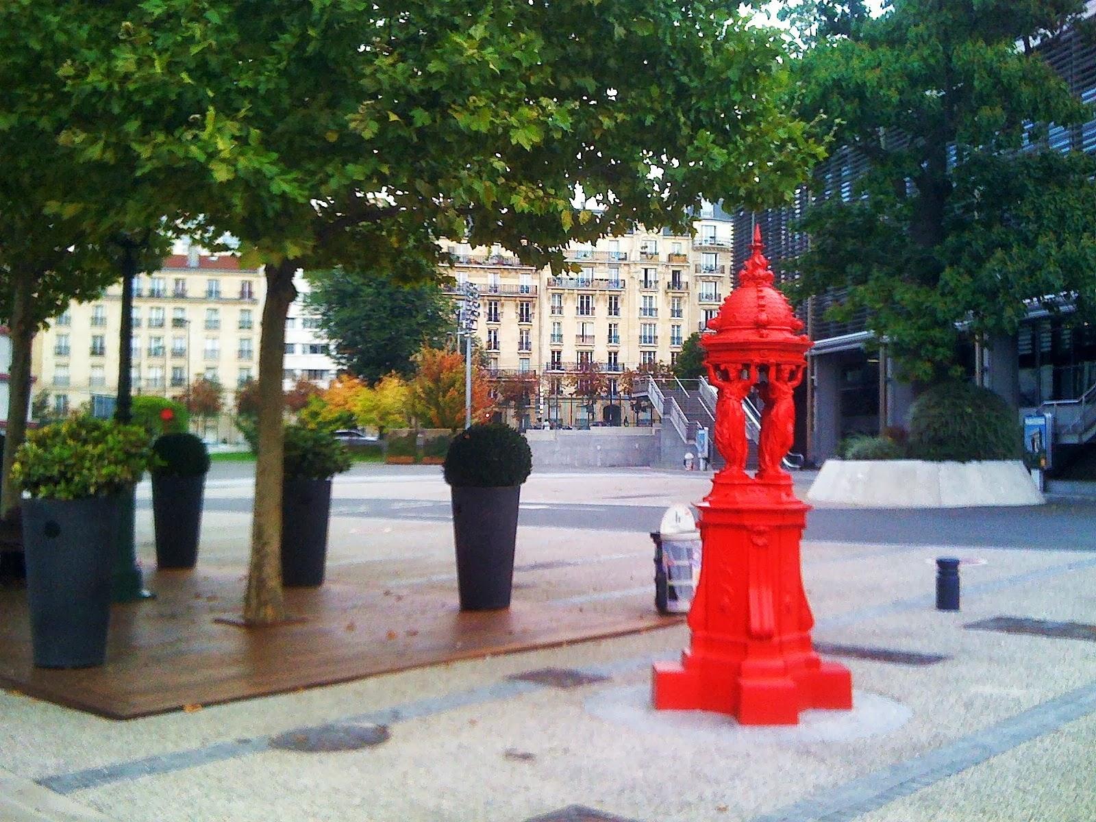 Paris les fontaines wallace voient la vie en couleur - Porte de versailles parc des expositions ...