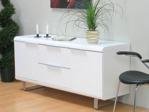 Dressoir Kasten Slaapkamer : Een wit hoogglans dressoir heeft van ...