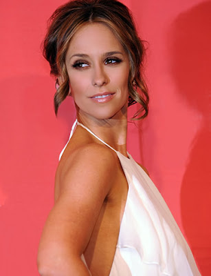Pretty Jennifer Love Hewitt