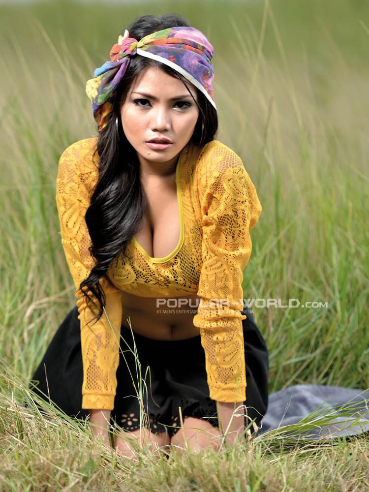 Foto Majalah Popular , Model cantik Aurora Lessa menghiasi majalah ...