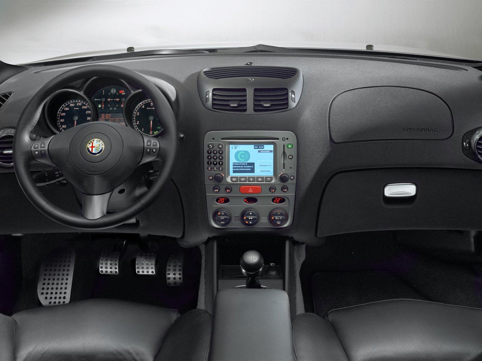 http://4.bp.blogspot.com/-ZsRLsxxuSEw/Tlwbq37dEmI/AAAAAAAAAOY/TQem4nzuyV0/s1600/Alfa-Romeo-147-GTA-006.jpg