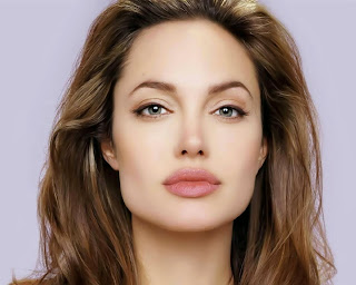 Picture of Actress Angelina Jolie who suffered from postpartum depression